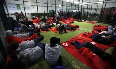 Andalucía Acoge y APDHA denuncian que las personas inmigrantes estuvieron privadas de libertad ilegalmente en el polideportivo de Tarifa