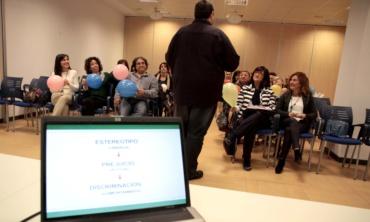 Málaga Acoge da a conocer el proyecto Stop Rumores al Ayuntamiento de Málaga