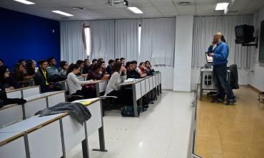 Málaga Acoge lleva Stop Rumores a la UMA