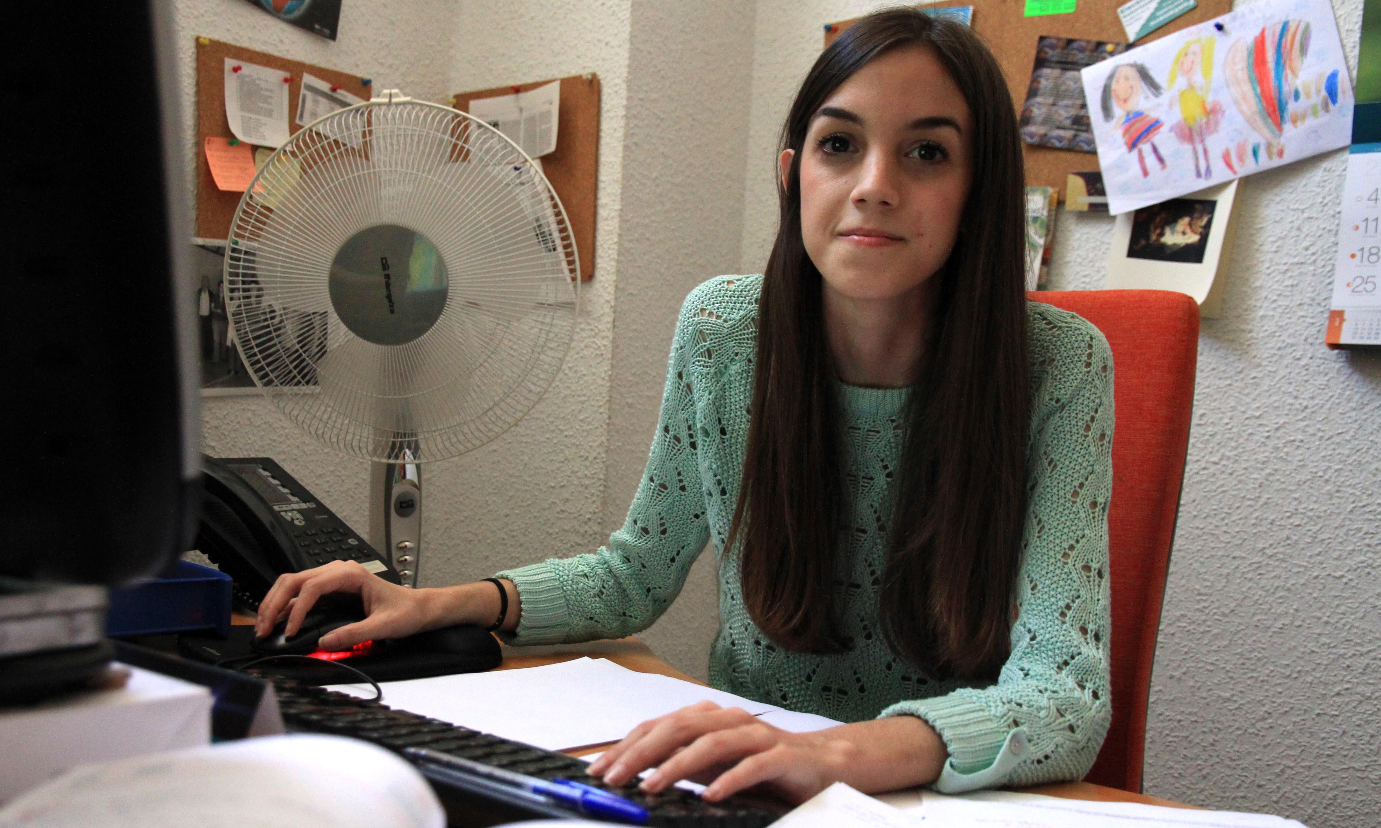 Elena, voluntaria de administración