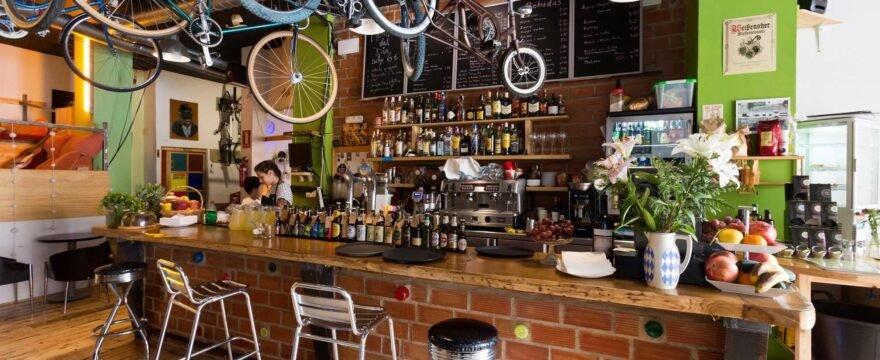 Artistas Acoge llega a Recyclo Bike Café & Shop