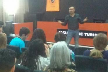 Málaga Acoge lleva Stop Rumores a la Universidad