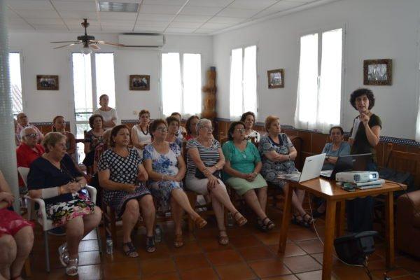 Málaga Acoge ha recorrido ocho municipios desmontando rumores sobre inmigración