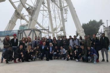Nuestros jóvenes retratan Málaga en un proyecto solidario del Unicaja