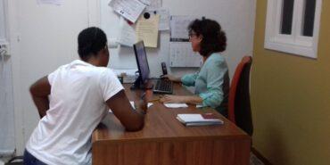 Abriendo camino a gente en Fuengirola