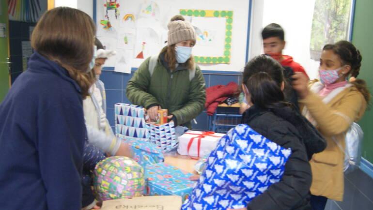 Alegría, sorpresa e ilusión en la entrega de regalos de Reyes